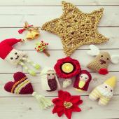 Hoy nos toca celebrar en unión de nuestros seres queridos 🎄🎁✨ y no podía dejar de desearles unas felices fiestas a cada una de ustedes mis queridas amiguis tejedoras que forman parte de esta pequeña comunidad y de la cual estoy enormemente agradecida ❤️🥰 . Muchísimas gracias por sus deseos y vibras que siempre me dejan en mensajes y en cada visita al showroom en mi hogar 🏠❤️ . Feliz Navidad ✨🎅🎄🎁✨ . #merrychristmas #navidad2019 #hechoamano #gift #instapic #crochetersofinstagram #amigurimis #adornosdecorativos #navidad2019 #regalaamor #regalatiempo #familia